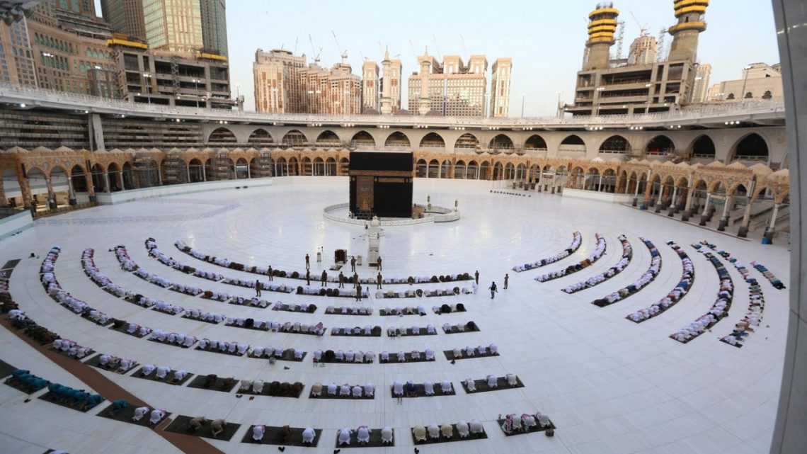 Pochi sauditi potranno andare in pellegrinaggio per paura del virus